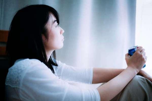 「嚴以律己,寬以待人」這句話其實是錯的?心理研究:懂得自我同情的人,較不會陷入憂鬱情緒