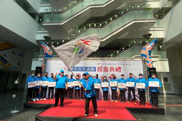參加全國原住民族運動會  陳子敬對中市代表隊授旗祝創佳績