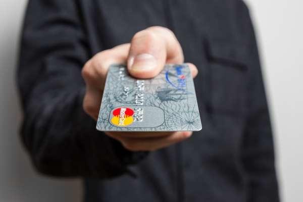 第一次辦信用卡就上手!揭銀行不說的6個秘密,想增加額度這樣談就對了