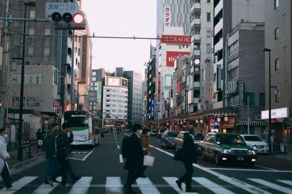 行人過馬路沒走斑馬線,小心被開罰!盤點多數人不知的違規行為,路也不能隨便走