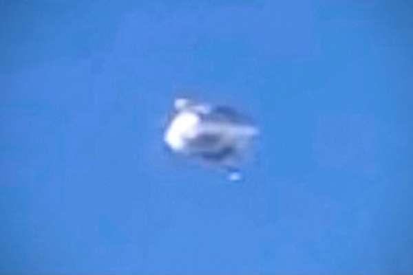 外星人入侵地球?「不明閃光飛行物」盤旋美國上空 美國防部證實:影片是真的