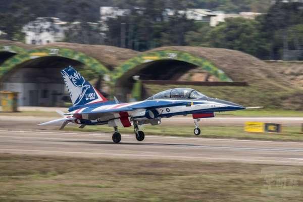 勇鷹號現蹤志航基地!預計年底進駐台東 有望逐步取代F-5