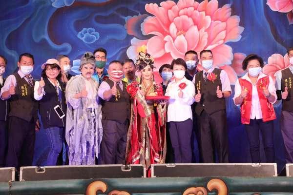 明華園日字戲劇團大里演出  盧市長到場支持傳藝