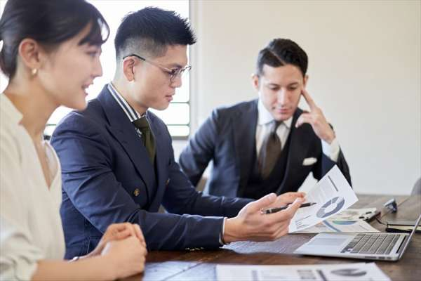 為何開會時愛發言的人比較容易受到老闆青睞?跨集團總裁道破職場真相,難怪升遷的人不是你