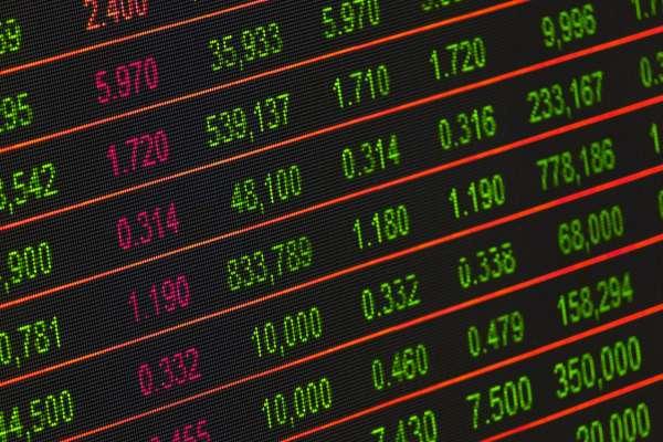 股市屢創歷史新高後,投資人都想問還能進場嗎?