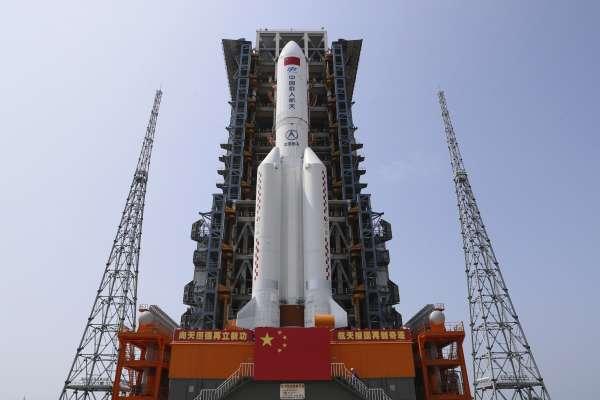 火箭重返大氣層爭議》中國外交部:「長征五號」碎片造成危害的機率極低