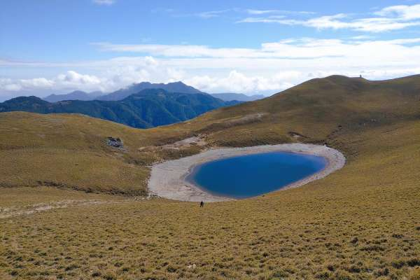 林管處發行嘉明湖登山證書 揭「月亮的鏡子」步道古老傳說!