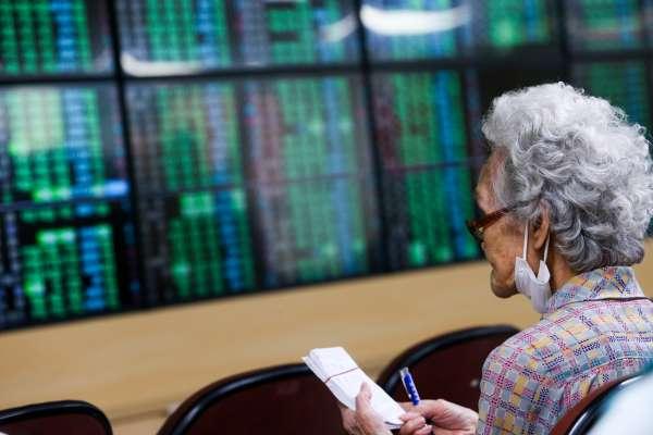 美國升息警鈴大響,股市、黃金、歐元全崩了…Fed嘴上說沒事,為何還突然翻臉?