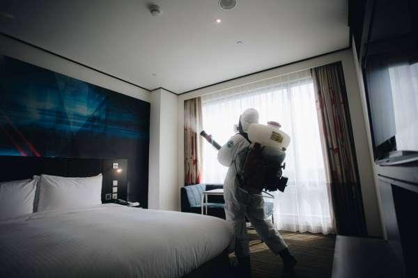 房間也不放過!33化學兵群深入諾富特飯店進行萬坪大清消