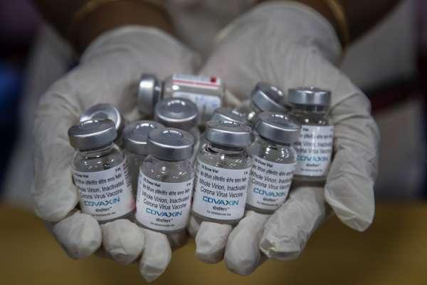 新冠疫苗大亂鬥:DNA、RNA、蛋白質三大類疫苗,差別在哪裡?