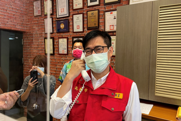 陳其邁視察防疫旅館 員工每月加發3000元防疫津貼