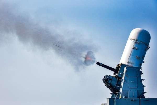 頂著疫情練兵 海軍艦隊5吋砲、76砲、方陣快砲實射畫面外流