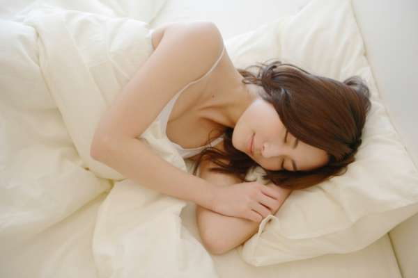 解夢大全》夢到自己生病、夢見過世親人,有什麼含意?67種常見夢境大解析