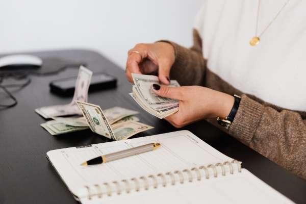 勞工紓困貸款新規定》所得50萬以下才能貸!第一年利息由勞動部來補貼