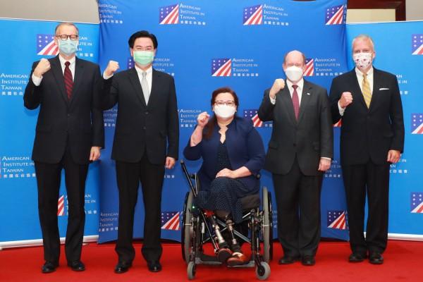 美國聯邦參議員警告中共:不要把台灣當成下一個香港!