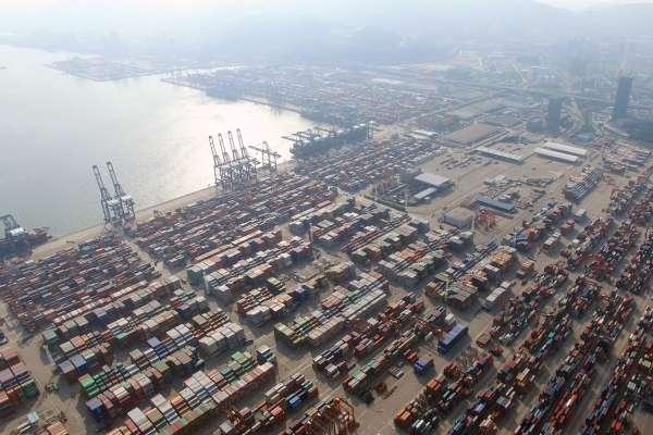 中國深圳鹽田港貨輪大塞船!專家:殃及全球貿易,可能比蘇伊士運河事件更嚴重