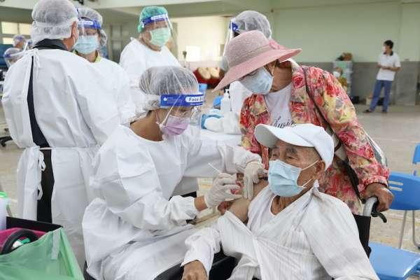 不會使用疫苗接種預約系統怎麼辦?嘉義縣推2便民服務