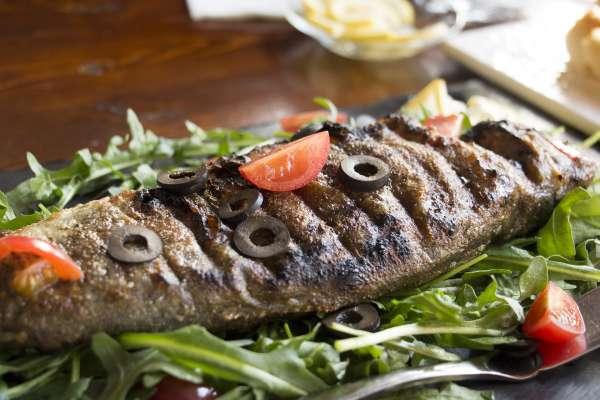 鮭魚只排第4名!營養師公布TOP10好魚排行榜,加碼告訴你2時間點吃魚油效果最好