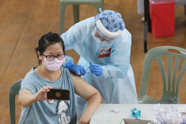 新冠肺炎》我可以打疫苗嗎?接種對象擴大至9、10類,一圖看懂是否符合最新資格