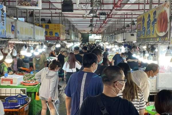 微解封首假日塞爆!布袋觀光魚市湧入逾6000人,嘉義縣府急降載人流
