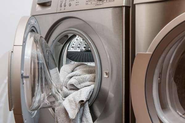 衣服洗完飄臭味,她打開洗衣機竟發現長滿黴菌!專家傳授除霉6步驟,不用花大錢就能徹底殺菌