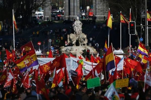 不滿撙節 馬德里「尊嚴遊行」爆衝突