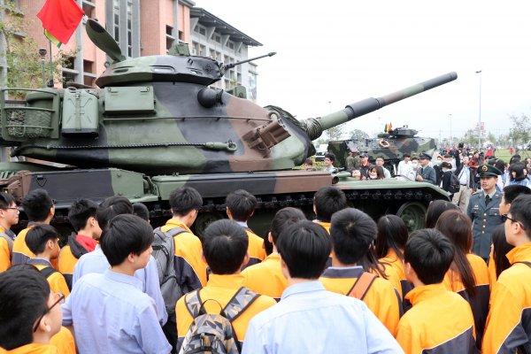 年度最後營區開放 24日開放雲豹甲車試乘、火砲試拉