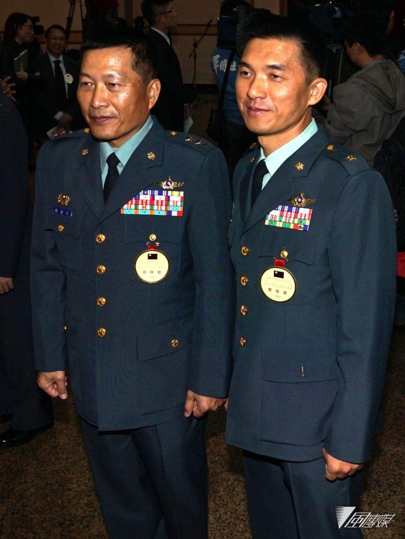 航特部指揮官陳健財(左)、601旅旅長簡聰淵(右)