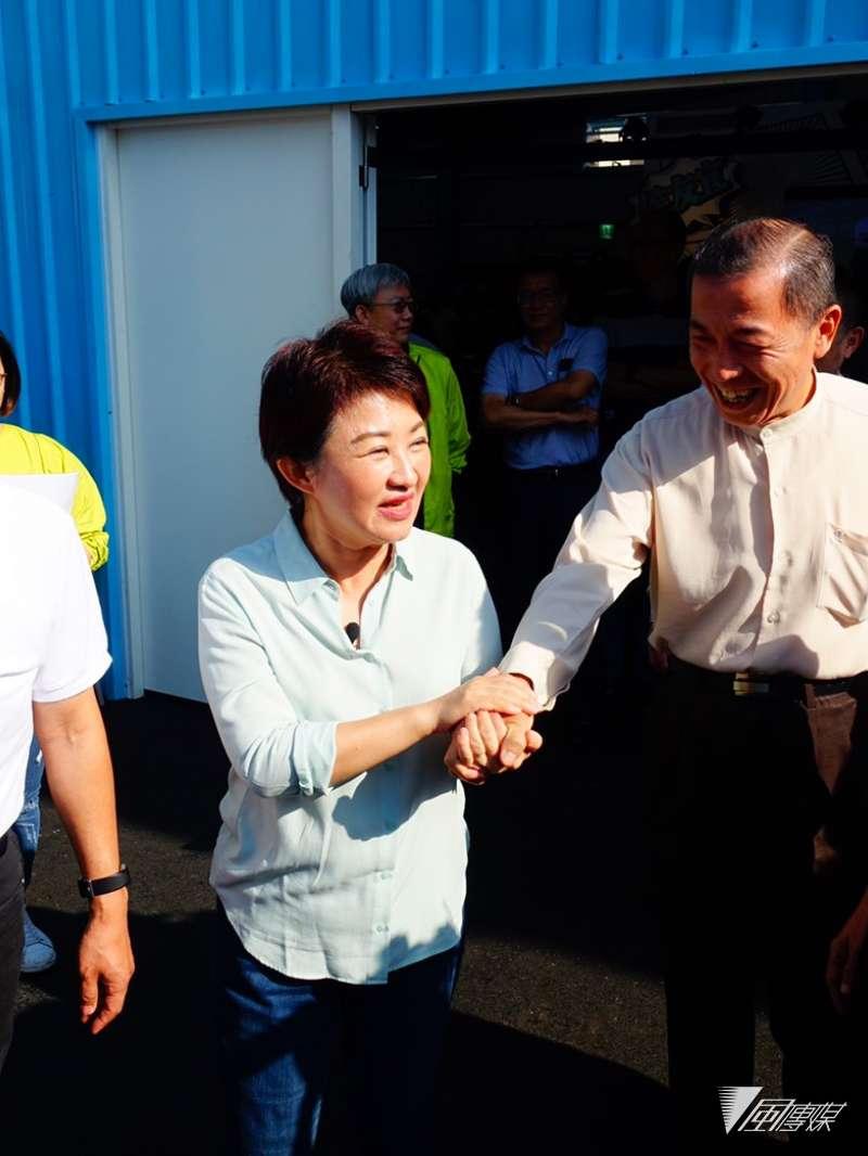20181001-盧秀燕表示(右),她今天造訪,象徵新北與台中合體,也是黨內目前評估六都內最有勝選的兩都。(羅暐智攝)