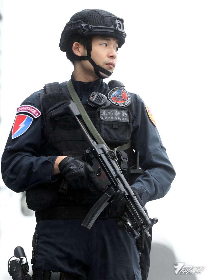 (直照)20190313_裝備衝鋒槍執勤的台北市刑大特勤中隊人員。(資料照,蘇仲泓攝)