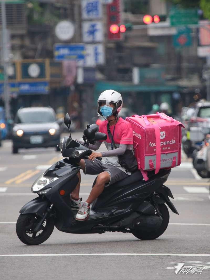 20210526-外送員,街道人車稀少。(顏麟宇攝)
