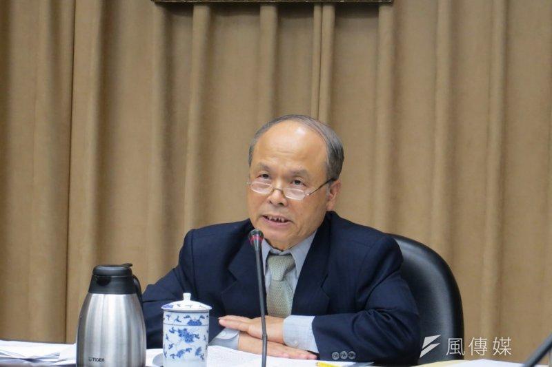 財政部長張盛和在31日晚間11時舉行記者會,說明我政府申入亞投行經過。(仇佩芬攝)