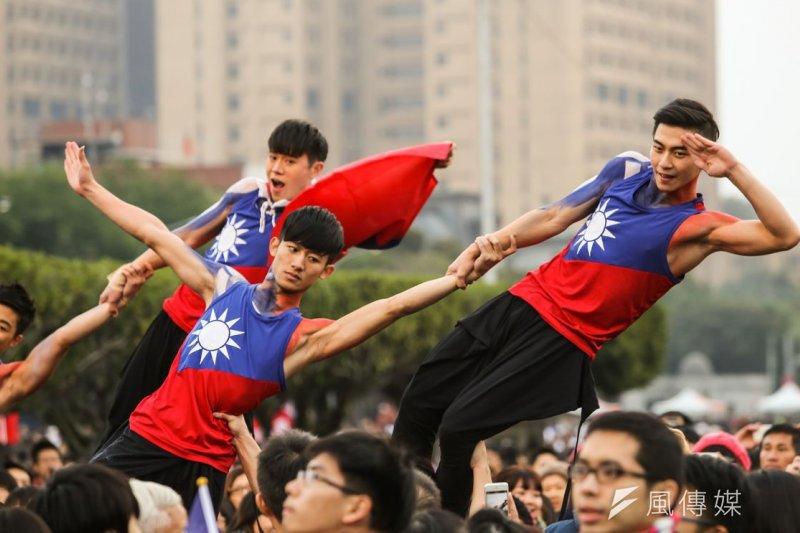台灣主權當然屬於中華民國。圖為元旦府前升旗典禮與活動。林韶安攝。