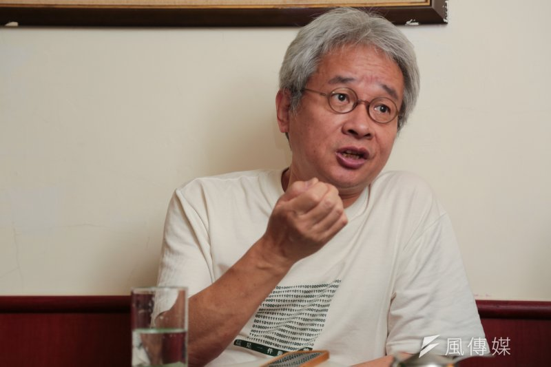 「台灣罵人價目表」最高價是作家馮光遠批總統府前資政金溥聰的「特殊性關係」,判賠100萬元並在4大報頭版登報道歉。(資料照,余志偉攝)