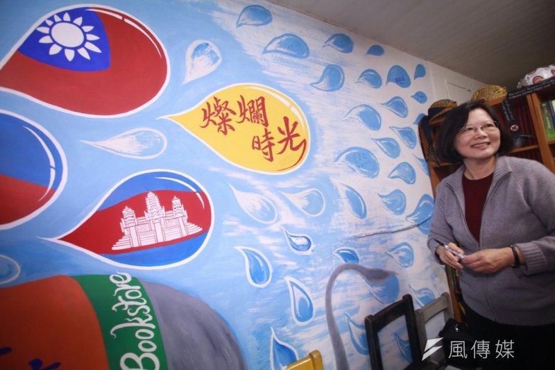 民進黨黨主席蔡英文10日上午參加東南亞書店燦爛時光捐贈活動。(林韶安攝)