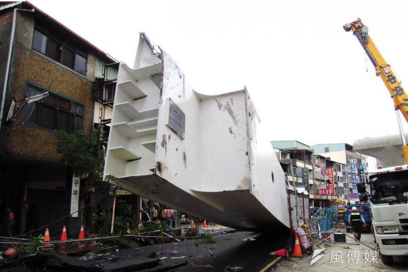 台中市長林佳龍要求市府局處就中捷意外事件13日提出檢討報告。