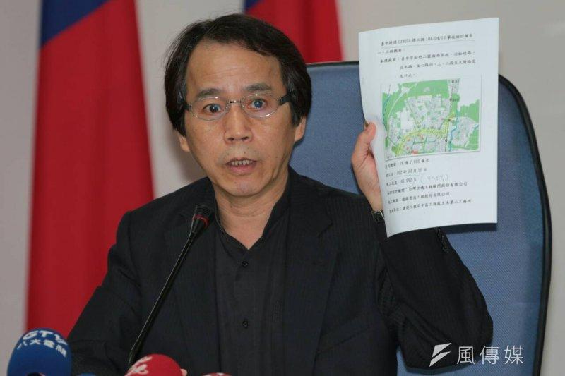 台北市副市長林欽榮11日上午召開記者會,宣布台中捷運綠線將全面停工,全面檢視安全性。(余志偉攝)