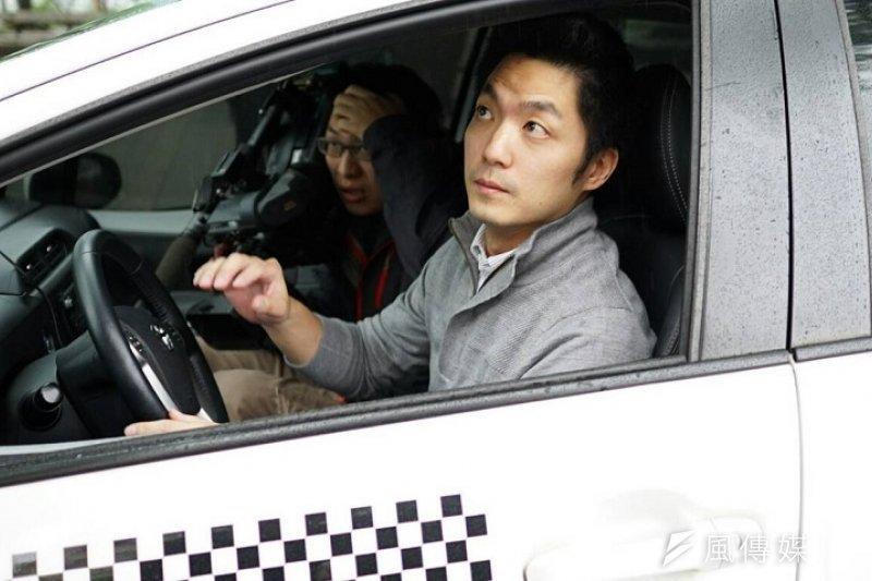 蔣萬安當司機,推出共乘行動。