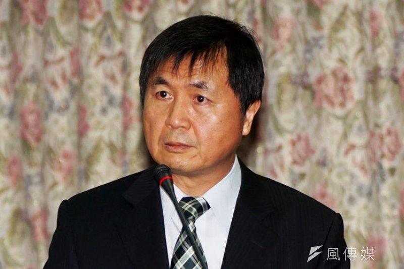 科投部長徐爵民接受媒體訪問,主張科研經費要墓於有助社會發展。蘇仲泓攝。