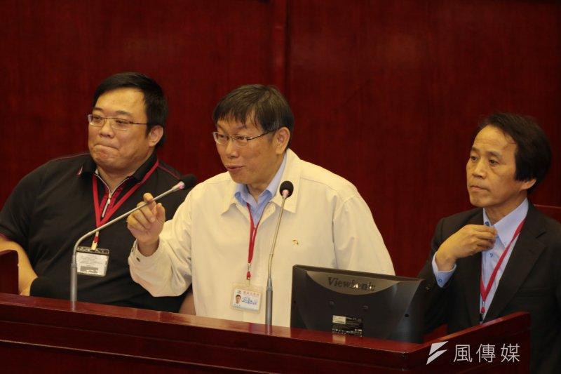 市政顧問洪智坤(左)被記過兩次。(資料照/余志偉攝)