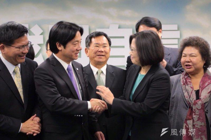 台南市長賴清德(左)在南部被稱為「賴神」,深受民眾歡迎,也是黨主席蔡英文的副總統人選之一,自認不敢評論民進黨副總統人選。(資料照,楊子磊攝)