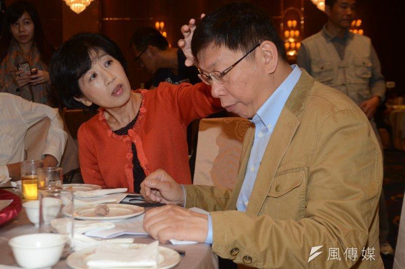 柯文哲(右)與夫人陳佩琪感情深厚,陳佩琪在臉書放閃,每天都會為柯P準備藥,避免他質詢時暴走。(資料照,宋小海攝)