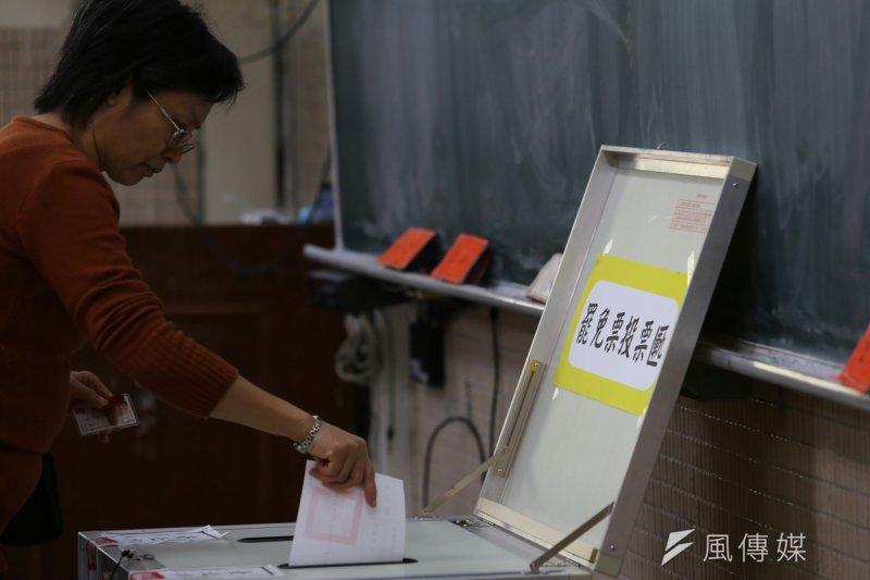 現行《選罷法》通過門檻是否太高、需要調降通過門檻?圖為2月14日罷免立委投票。(資料照片,楊子磊攝)