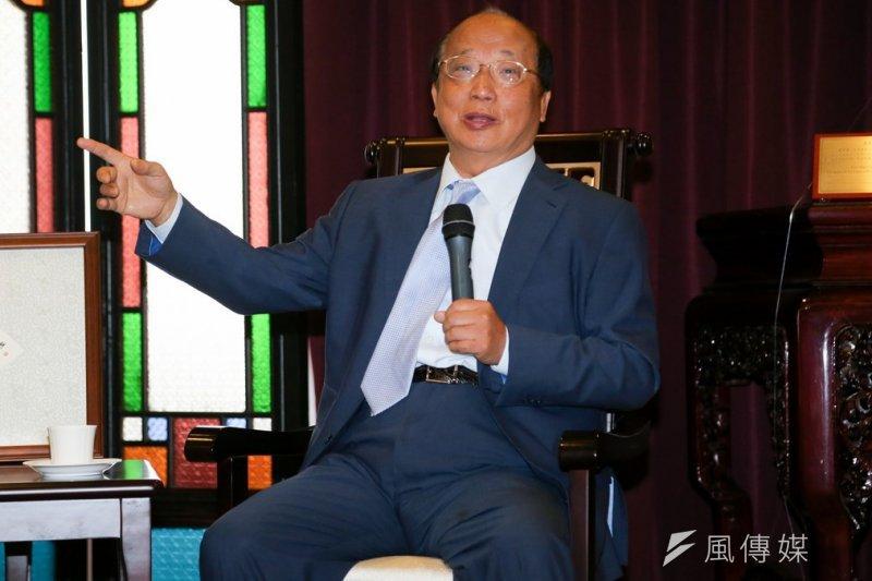 前台中市長胡志強到民主基金會發表演說,卻意外批評前台北市長郝龍斌蓋大巨蛋的爭議政策。(資料照片,余志偉攝)