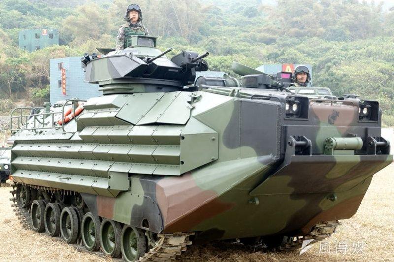 政軍關係是蔡英文的必修課。(圖為兩棲運輸車。蘇仲泓攝)