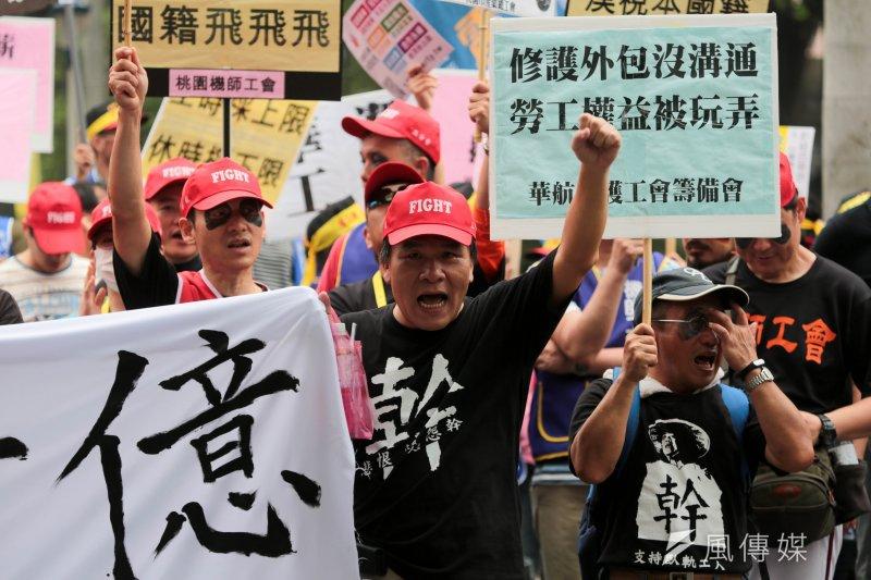 民代爭取勞工權益,不過,民代的助理卻沒有勞動節。圖為勞工五一遊行。(資料照,余志偉攝)