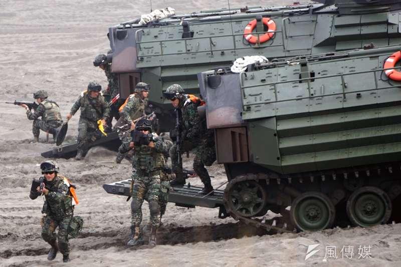 「漢光33號」演習將於5月在澎湖登場,這是陸戰隊於20年後,首次重回澎湖搶灘演習。圖為海軍陸戰隊搶灘登陸演練。(資料照,蘇仲泓攝)