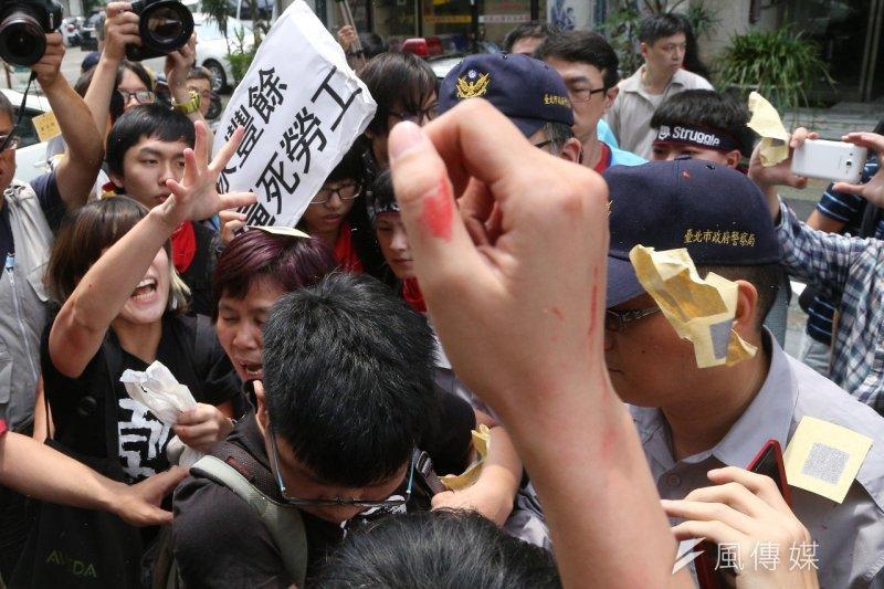 台灣聲援Hydis工人的民間團體,14日上午至永豐餘總部抗議。(楊子磊攝)