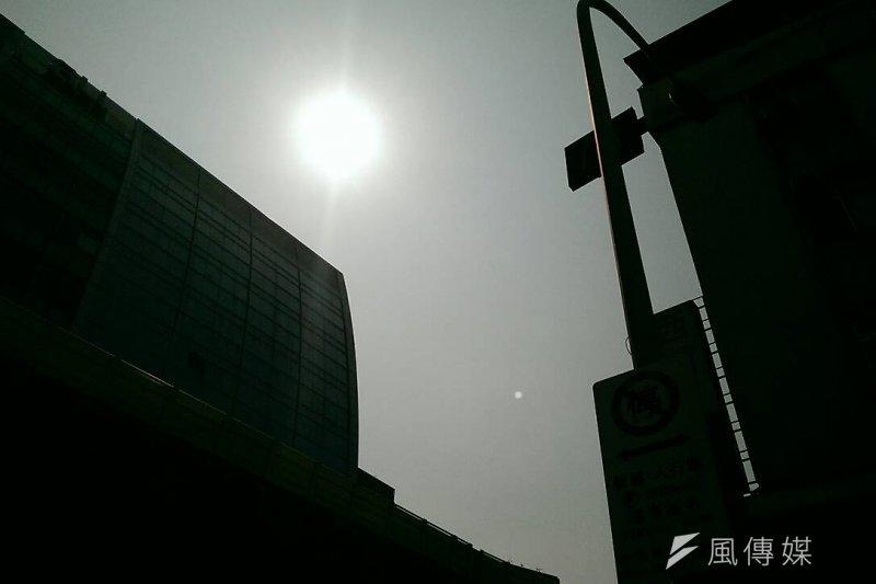 台北市27日飆出38.5度高溫,全台用電量則高達3582.1萬瓩,再創歷史用電新高紀錄。(資料照,方炳超攝)