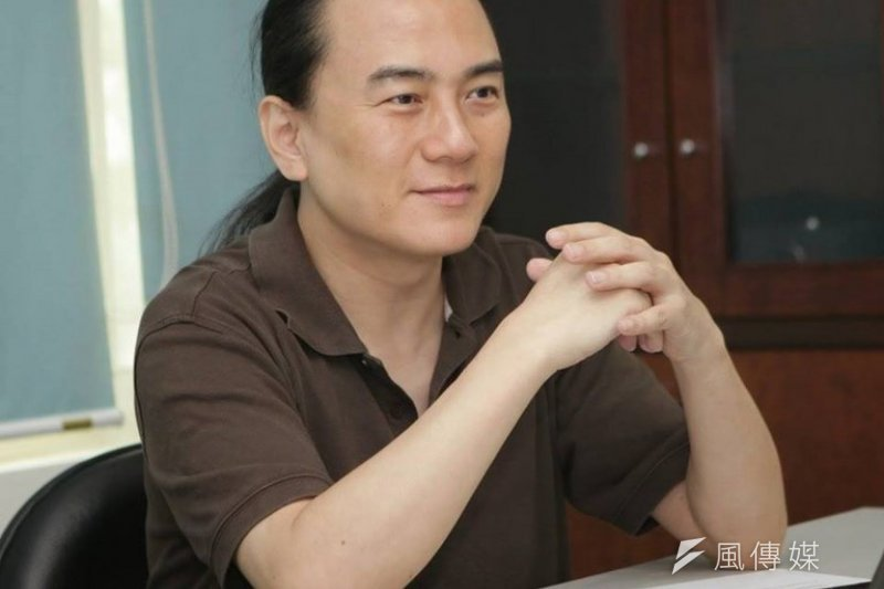 和沛科技執行長翟本喬肯定台北市政府在申請補助表格中,取消「性別」欄。(取自翟本喬臉書)